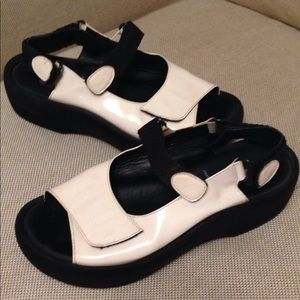 Wolky cream patent leather women's sandals size 38